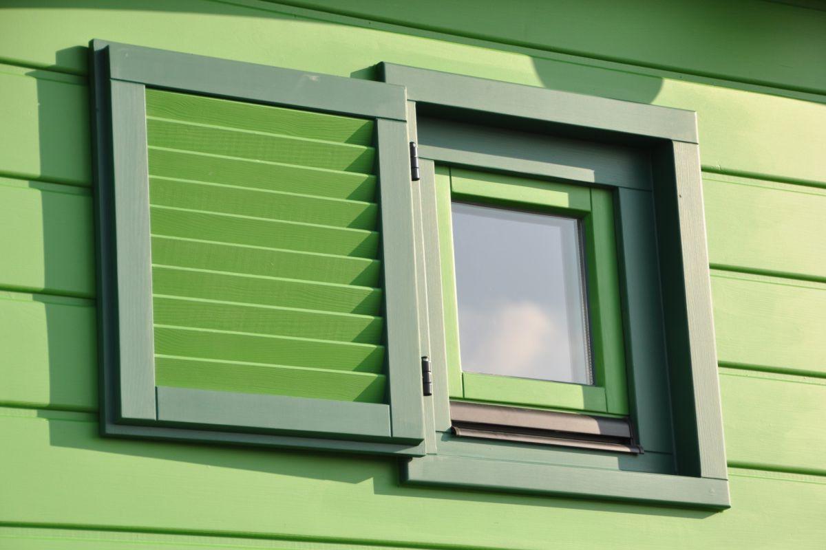 Basic Fenster klein mit Einzelladen