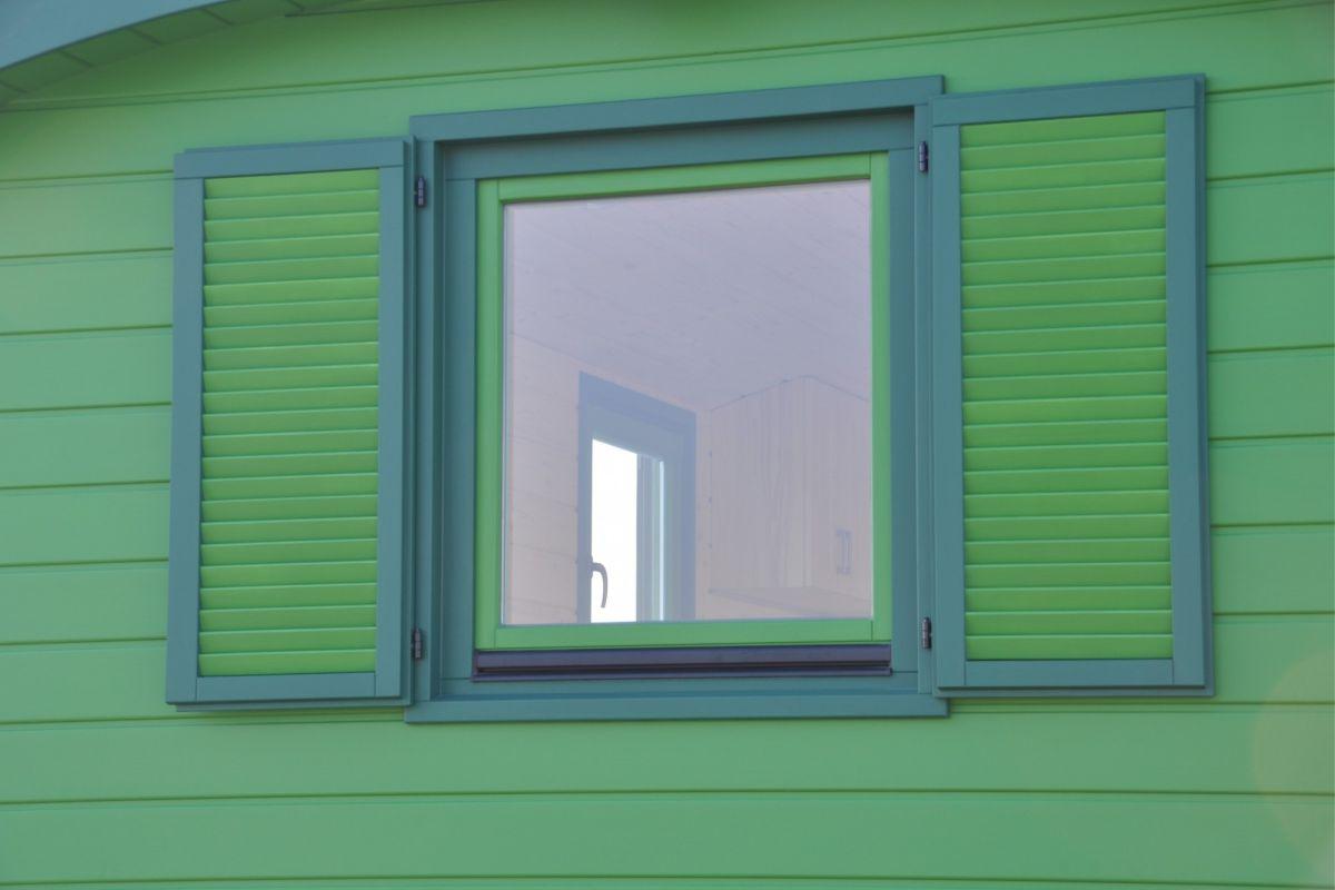 Basic Fenster groß mit Doppelladen