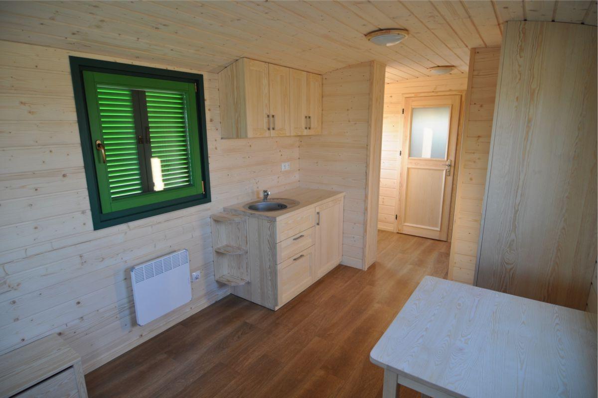 Blick Richtung Küche und Eingang