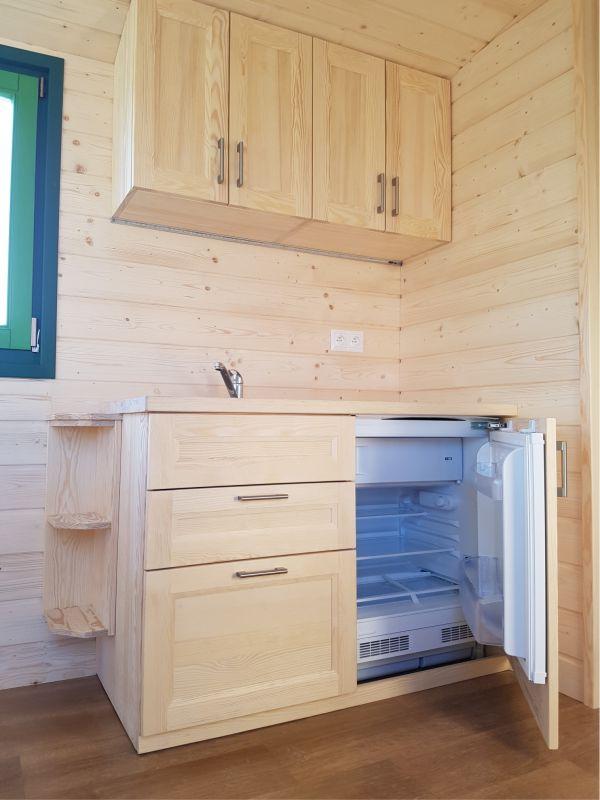 Detail Küche mit Kühlschrank
