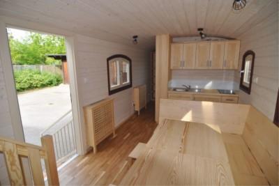 Carlson Innenansicht Notausgang + Küche