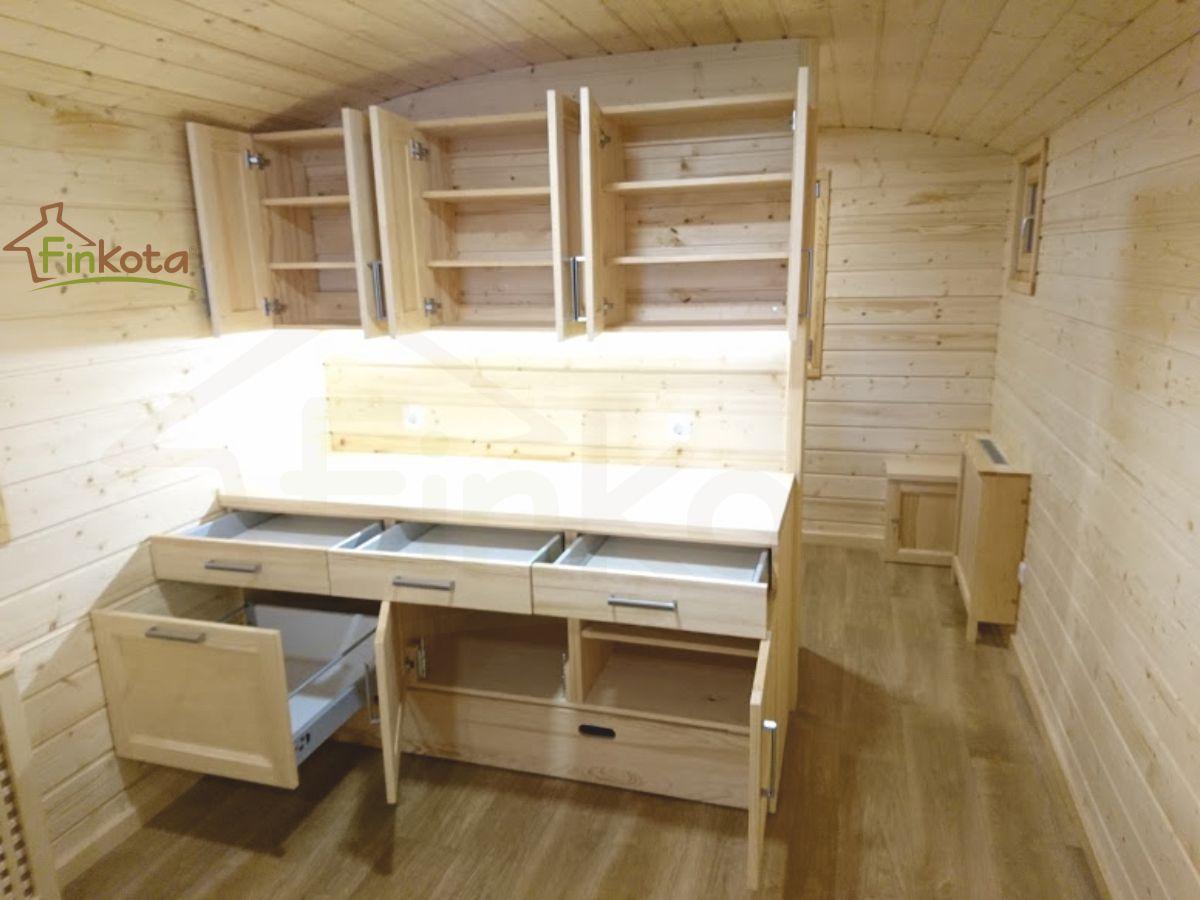 Lernküche mit ausziehbarem Podest als erhöhte Standfläche für Kinder