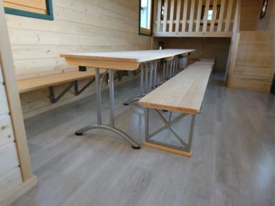 Dank klappbarer Möbel läßt sich der Raum multifunktional nutzen