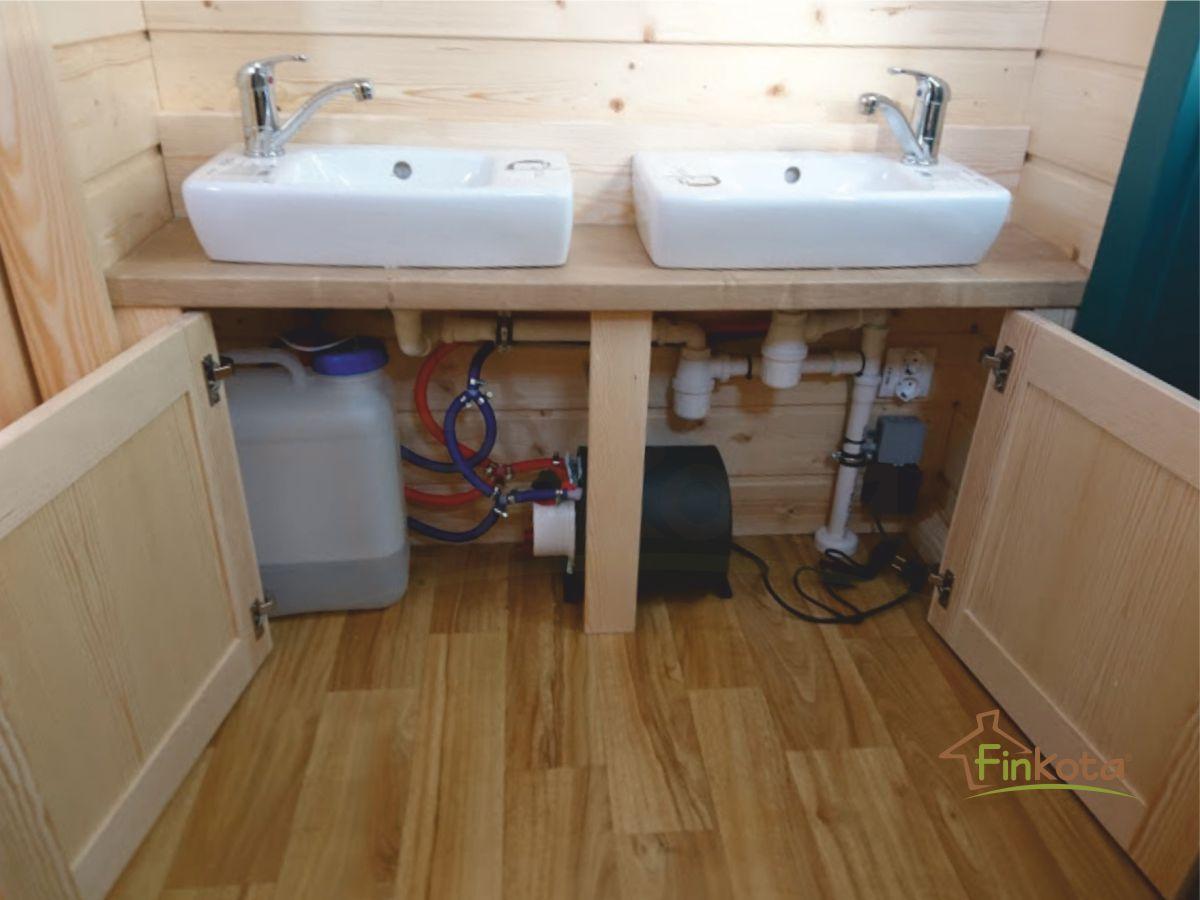 Doppelwaschbecken mit Wasserreservoir